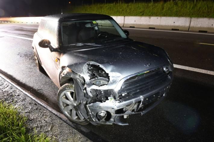 Der Lenker verlor auf der Autobahn A2 bei Uffikon LU die Kontrolle über den Mini.