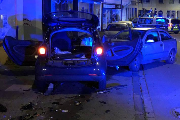Zwei Autos sind in Bochum schwer beschädigt worden