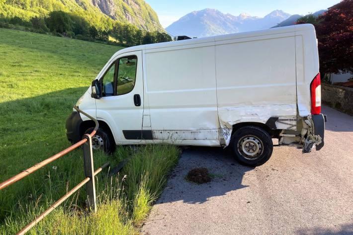 In Netstal GL kam es heute zu einem Unfall zwischen Lieferwagen.