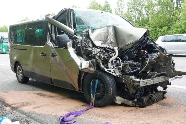 Der Fahrzeuglenker konnte sein Fahrzeug auf dem Pannenstreifen zum Stehen bringen