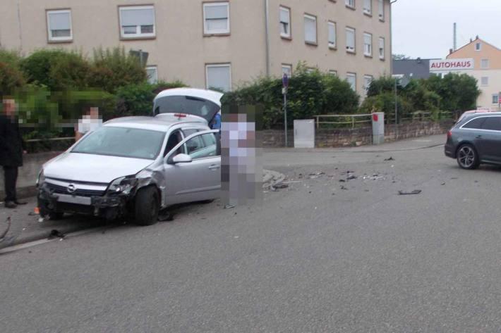 Fußgänger bei Verkehrsunfall in Neustadt/Weinstraße schwer verletzt
