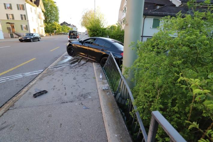 In St. Gallen ist ein BMW M6 von der Strasse abgekommen.
