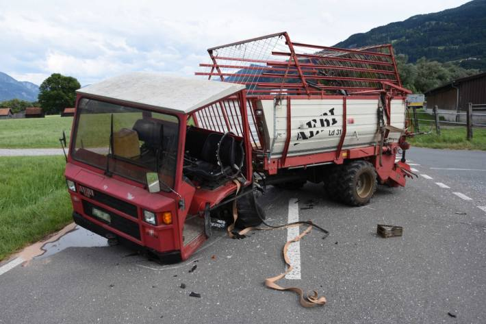 Der 16-jährige Lenker im Landwirtschaftsfahrzeug verletzte sich unbestimmten Grades.