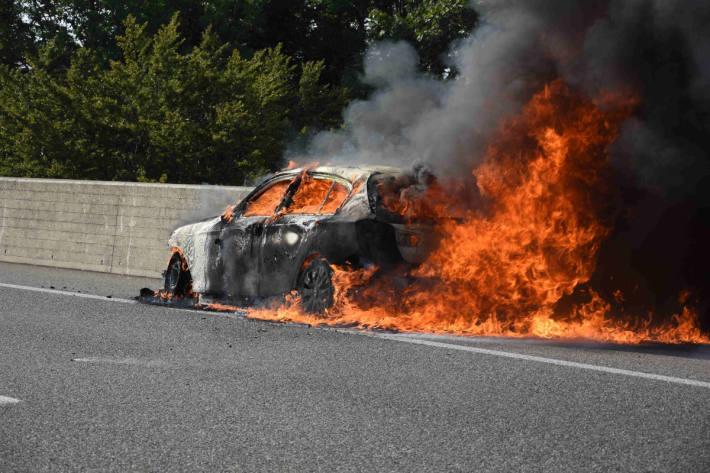 Fahrzeugbrand auf der Autobahn A1 bei Mörschwil