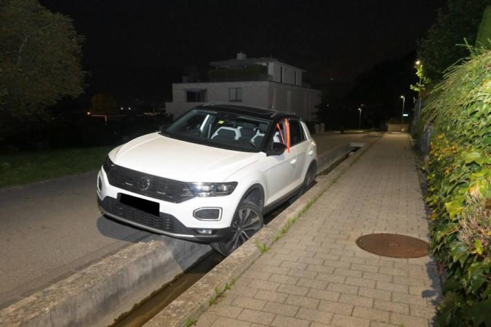 Betrunken mit Auto im Entwässerungsgraben gelandet in Triesern