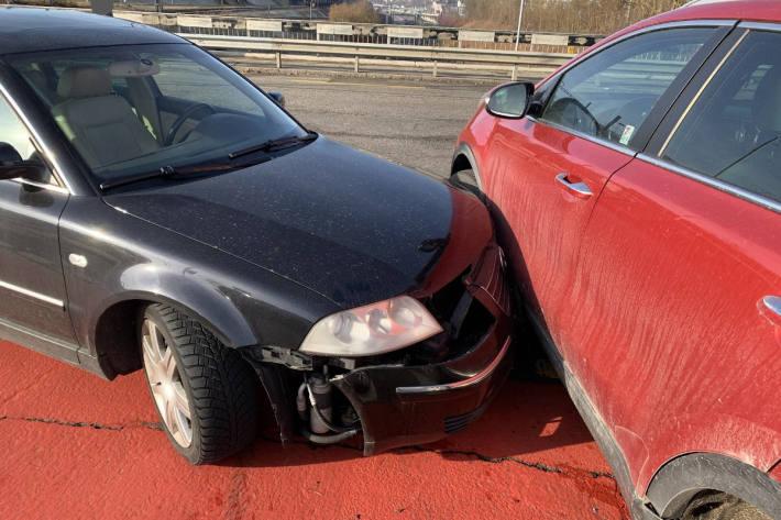 Blechschaden an zwei Autos in Schaffhausen