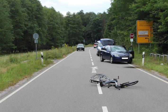 Verkehrsunfall mit schwerverletztem Fahrradfahrer