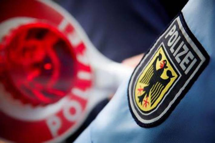 ei Kontrollen bei Lindau erwischten Zollbeamte einer mobilen Kontrolleinheit den Fahrer eines Sattelzugs beim Schmuggel (Symbolbild)