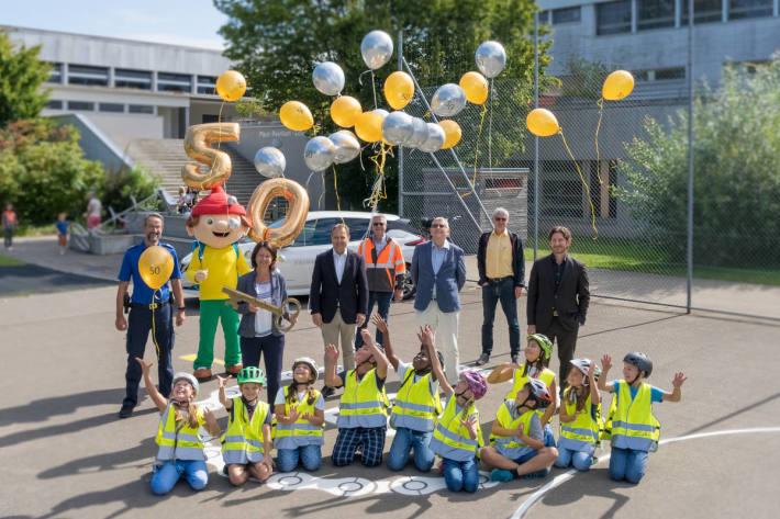 Der 50. Veloparcours der Verkehrssicherheit Thurgau wurde am Montag in Weinfelden zusammen mit Schülerinnen und Schülern feierlich eröffnet.