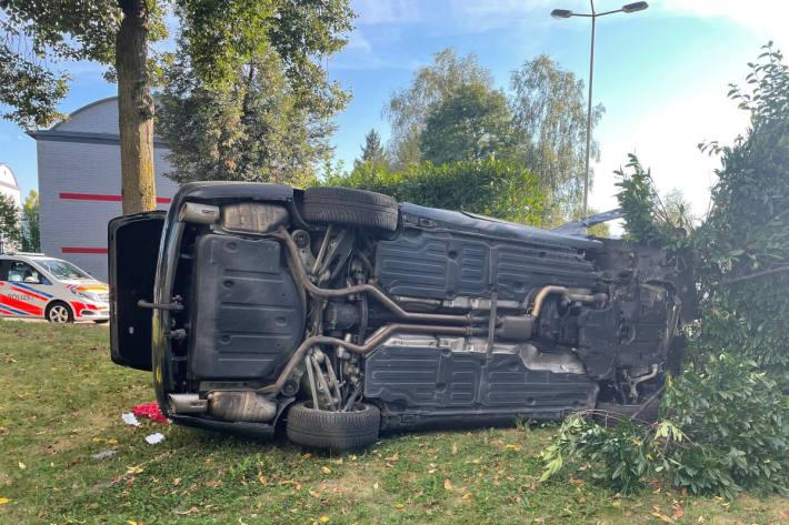 Bei Unfall auf der Seite gelandet – Autofahrer verletzt