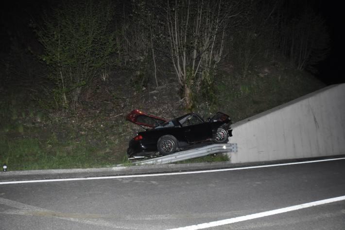 In Beinwil SO verlor letzte Nacht ein junger Autolenker die Beherrschung über das Auto.