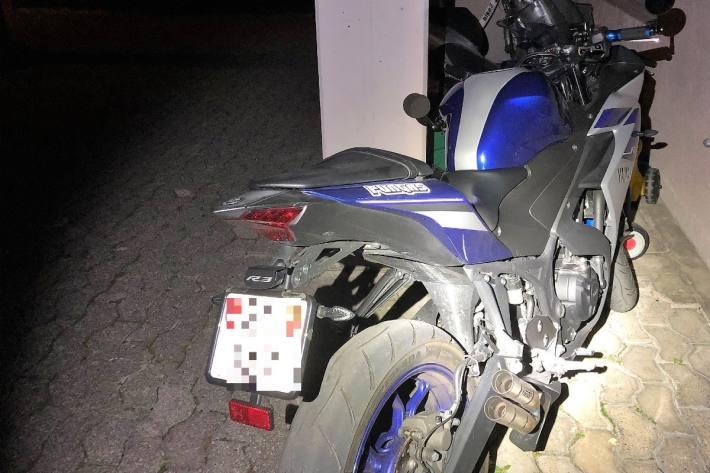 In Glarus endete gestern eine Flucht mit einem Unfall. Am Schluss wurden drei Männer verhaftet.