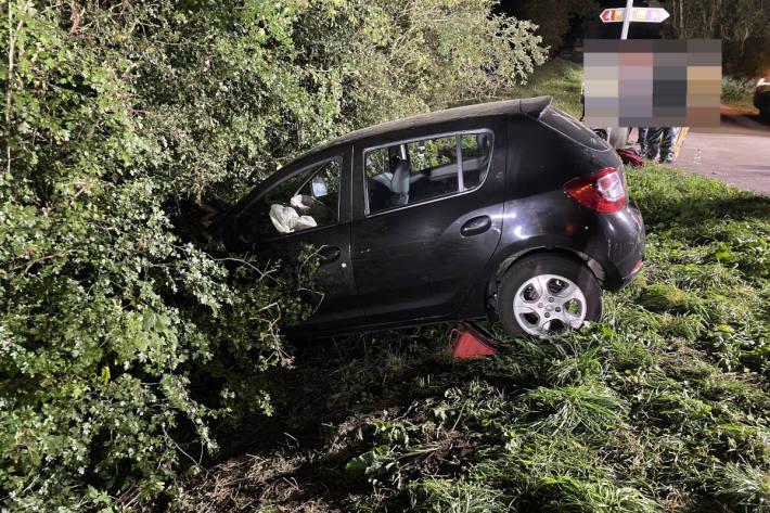 Alleinunfall fordert mehrere Verletzte in Oberhallau