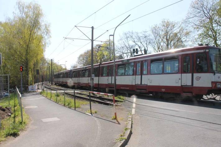 Fahrrad von Bahn in Meerbusch-Büderich erfasst