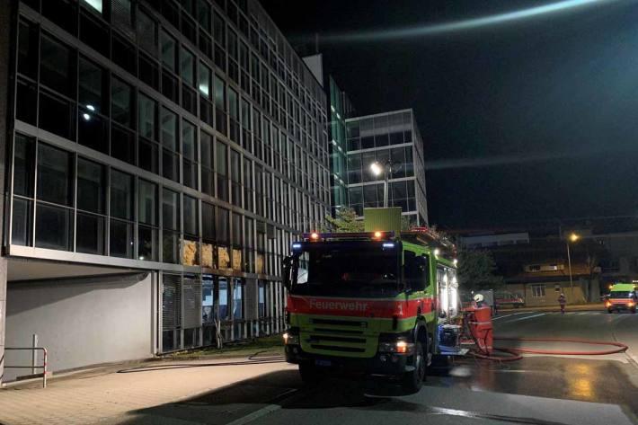 Hoher Sachschaden bei Brand in einer Gewerbeliegenschaft in Glattbrugg