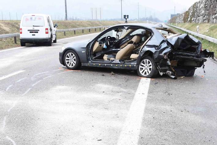 Der 45-jährige Lieferwagenfahrer und die 37-jährige Autofahrerin wurden in Au beim Unfall verletzt