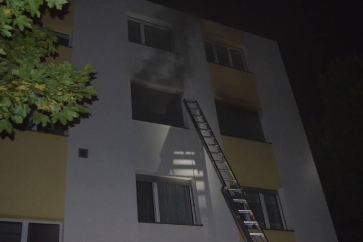 In Grenchen SO brannte letzte Nacht eine Wohnung. Die Bewohnerin wurde dabei schwer verletzt.