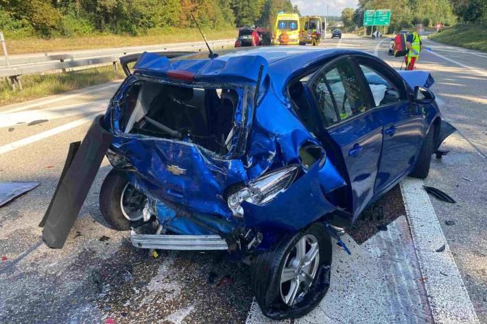 Auf der Autobahn A5 kam es zu einer Auffahrkollision zwischen einem Sattelschlepper und drei Personenwagen