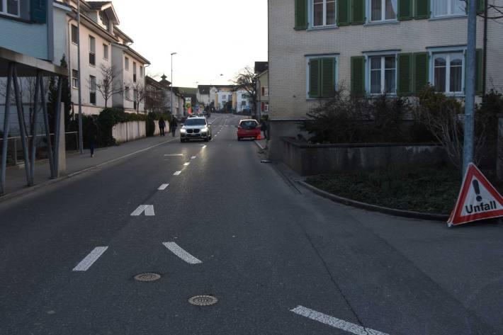 In Mörschwil SG ist gestern eine Frau alkoholisiert mit dem Auto verunfallt.