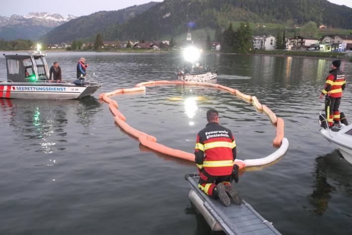 Personenwagen landet im See in Gross