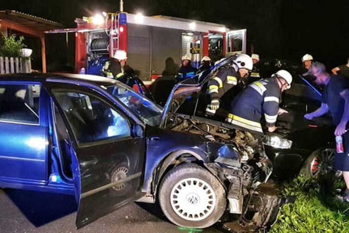 Bei dem Verkehrsunfall wurde zum Glück niemand verletzt, an den beiden Fahrzeugen entstand jedoch Totalschaden