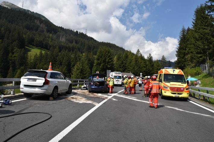 Nach einem schweren Verkehrsunfall bei Mesocco GR wurde die San Bernardino-Route gesperrt.