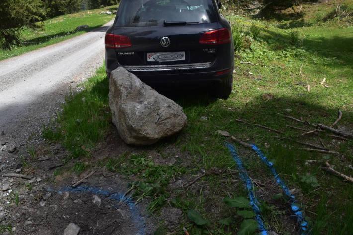 Unfallfahrzeug bei Klosters-Serneus