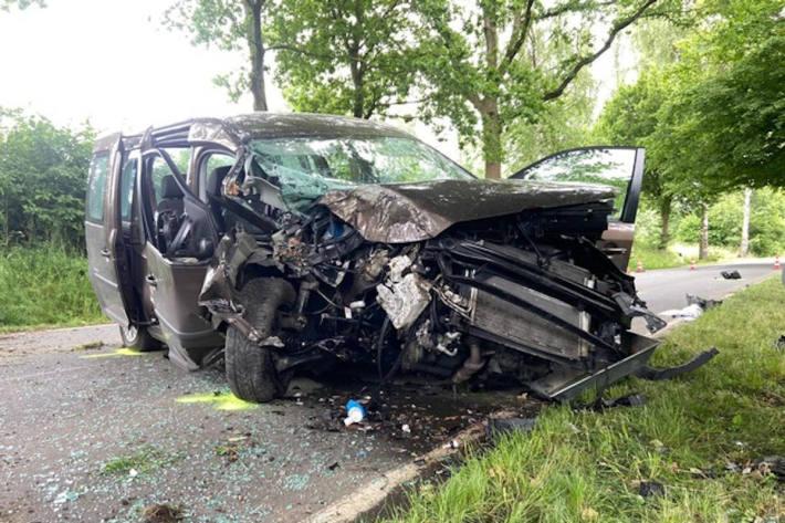Schwerer Verkehrsunfall mit 2 verletzten Personen bei Horn-Bad Meinberg