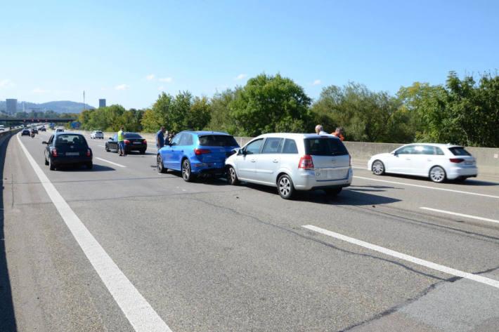 Verkehrsunfall auf der A2 bei Augst