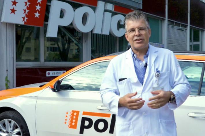 Chefbiologe Nicolas Donzé erklärt das Thema Alkohol.