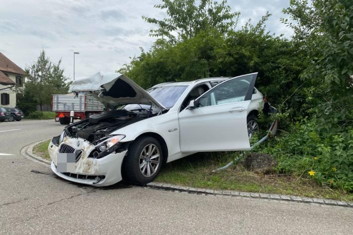 Auch Autos wurden beschädigt.