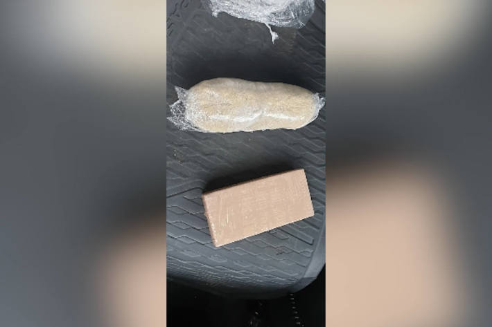 Mit Drogen zum Shoppen – Zoll stellt bei 20-Jähriger knapp 1/2 Kilo Heroin sicher