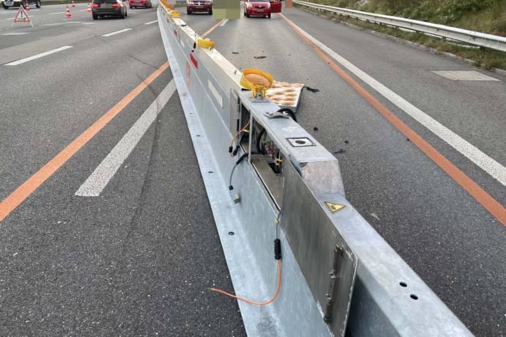 In Scherz AG fuhr ein Autofahrer in eine Baustellenabschrankung.