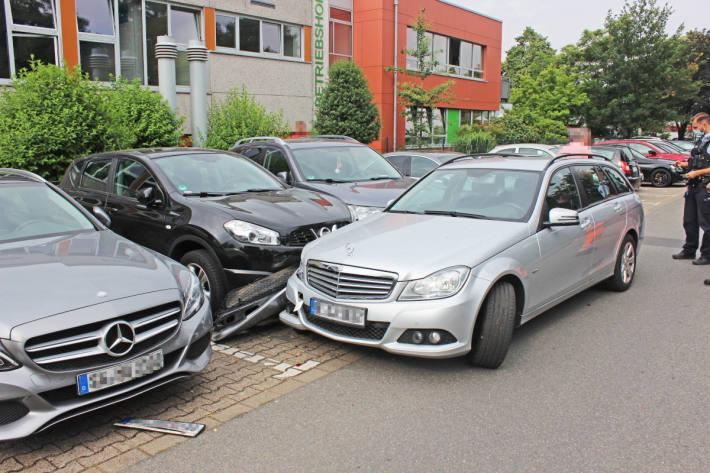 84-Jähriger verliert Kontrolle über seinen Wagen