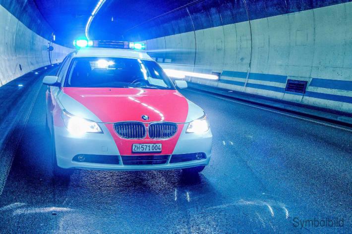 Unfallbeteiligter mach sich in Zürich aus dem Staub.