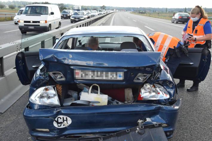 Verkehrsunfall mit vier beteiligten Autos auf der A1 – ein Fahrzeuglenker verletzt