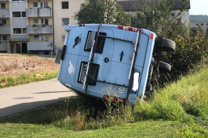 Die Frau und die Hunde musste aus dem Fahrzeug in Beringen SH gerettet werden.