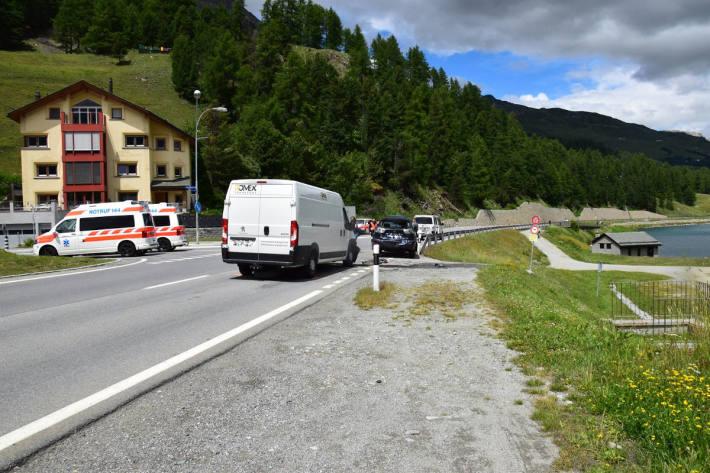 Auffahrunfall mit drei beteiligten Fahrzeugen in Silvaplana