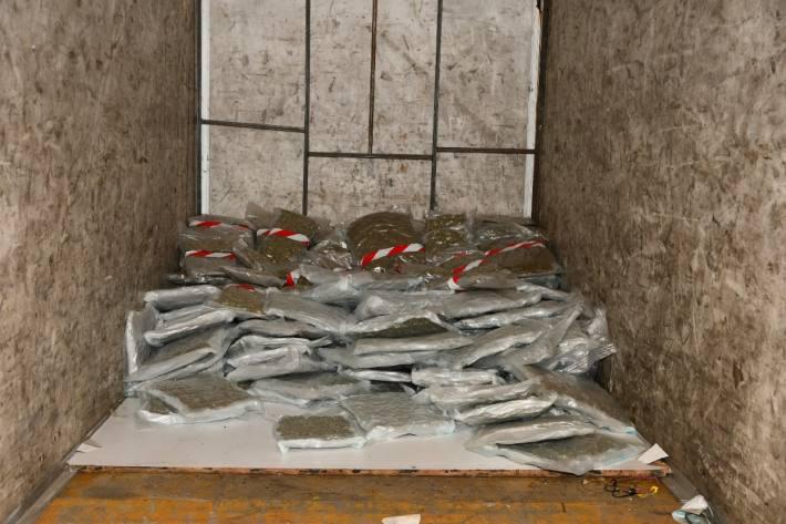 Ein Reisenunternehmen aus dem Kanton Aargau steht unter Verdacht des Drogenschmuggels.