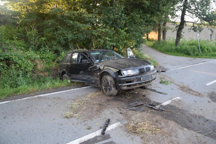 Betrunken Unfall gebaut – Fahrer und Beifahrer flüchten zu Fuß
