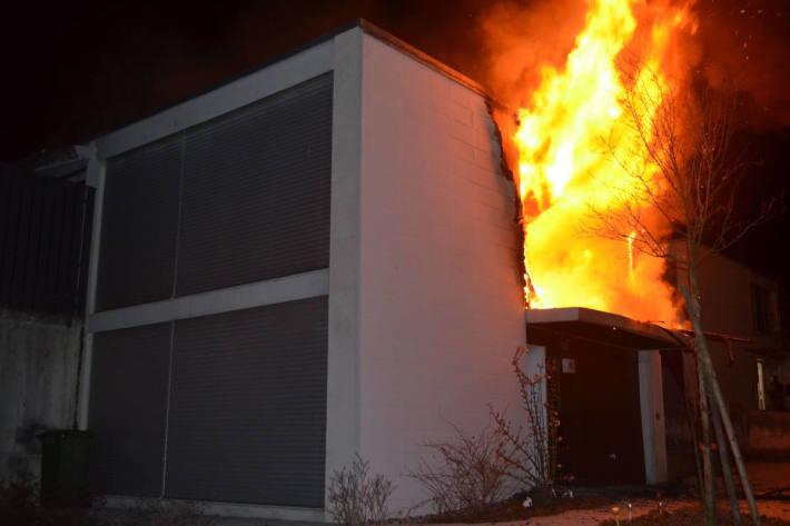 Brand eines Einfamilienhaus in Grenchen fordert zwei Personen verletzt