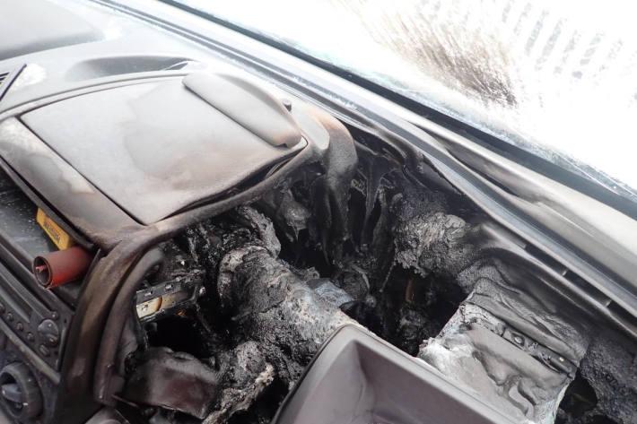 Sachschaden nach Brand im Innenraum eines Lieferwagens