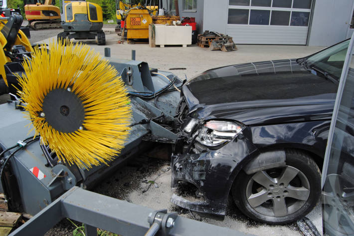 Der Autofahrer musste durch den Rettungsdienst ins Spital in Rain gebracht werden