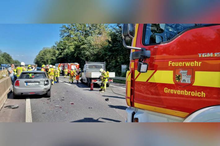 Vier Verletzte und Stau nach Unfall auf der A46
