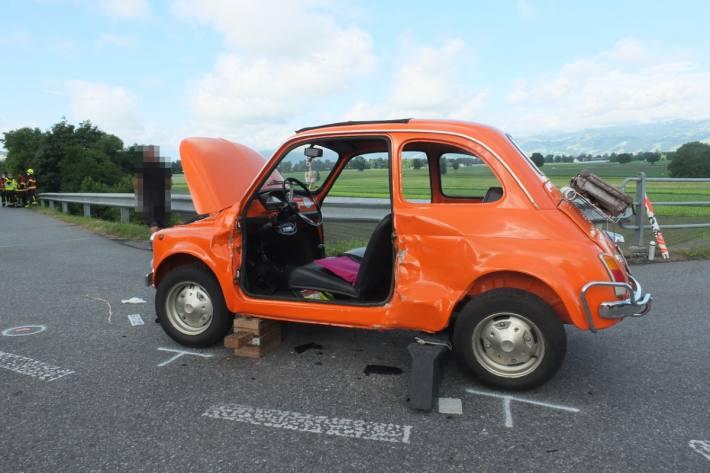 Auch ein Fiat 500 wurde heute beim Unfall in Diepoldsau SG beschädigt.