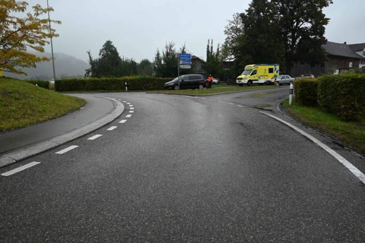 Die junge Rollerfahrerin blieb nach dem Sturz in Oberbüren SG verletzt liegen.
