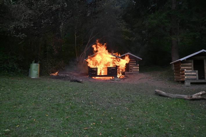 Brand bei Holzhäuschen auf Robinson Spielplatz in Triesen