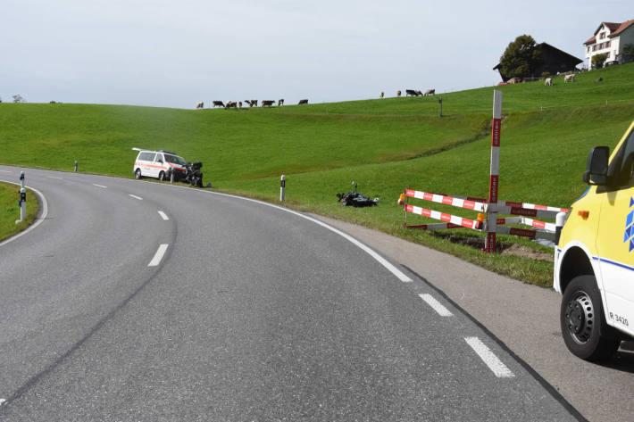 Mitfahrerin bei Unfall mit Motorrad verletzt