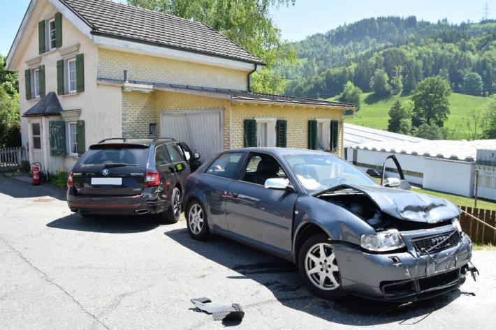 Zwei Personen wurden verletzt.