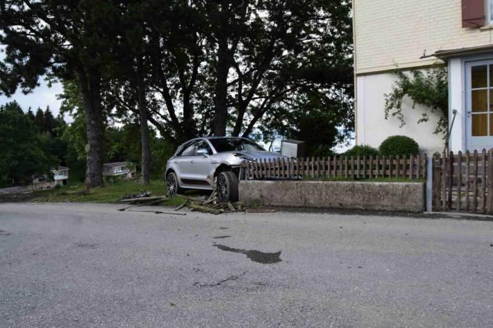 Selbstunfall mit Auto in Walzenhausen